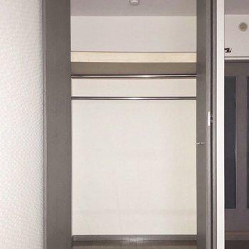 クローゼットはここと。(※フラッシュ撮影しています)※写真は5階の同間取り別部屋のものです