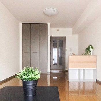 広い1Kは空間を分けてみて♬※写真は5階の同間取り別部屋のものです