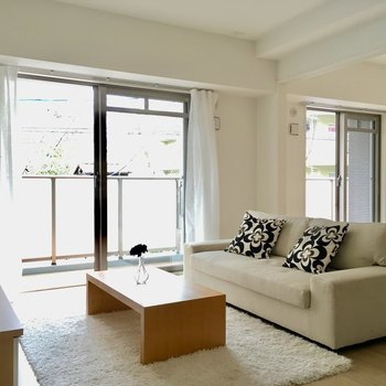 家族がのんびり過ごせる、温かなお部屋を◎※写真は2階の同間取り別部屋、モデルルームのものです