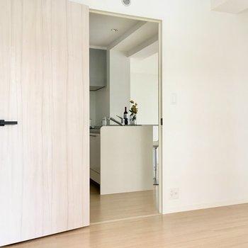 ちょっと広め。子ども部屋にして、ティピーテント置きたいな。※写真は2階の同間取り別部屋、モデルルームのものです