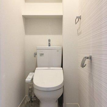 トイレも綺麗。※写真は2階の同間取り別部屋のものです