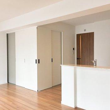 もちろん扉を閉めて空間わけても◎※写真は2階の同間取り別部屋のものです