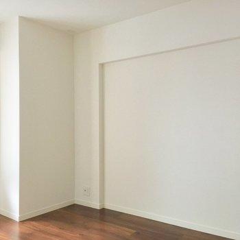 ポストカードを貼って可愛くデザインしたい。※写真は2階の同間取り別部屋のものです
