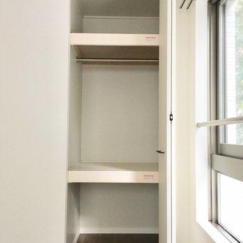 棚が別れているので、用途に合わせて整理整頓!※写真は2階の同間取り別部屋のものです