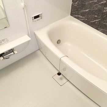 バスルームでゆっくりね!※写真は2階の同間取り別部屋のものです