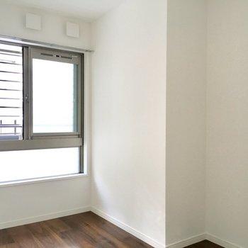 シングルベットは置ける広さ!※写真は2階の同間取り別部屋のものです
