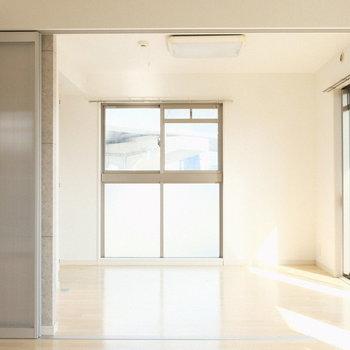 洋室とリビングはまとめて1つのお部屋として使う??(※写真は2階の同間取り別部屋のものです)