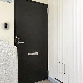 1フロア2部屋のみ。団地タイプのマンションです。