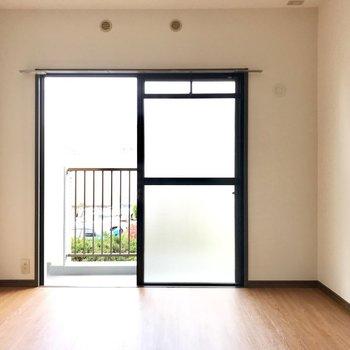 さいごに6.8帖の洋室!ここはパパとママのお部屋。