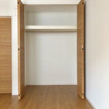 【上階間取り図右下の洋室】収納は大容量!