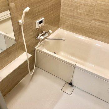 【下階】浴室乾燥機、追い炊き機能付き。