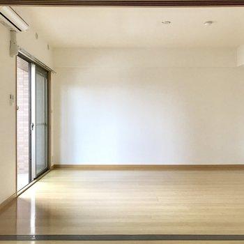 リビング側も壁寄せで家具を置きやすいよ◎