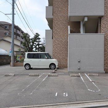 駐車場もゆとりがあって停めやすそう!