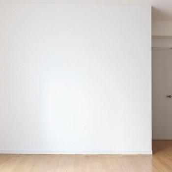 壁には想い出の写真を飾ったり♩