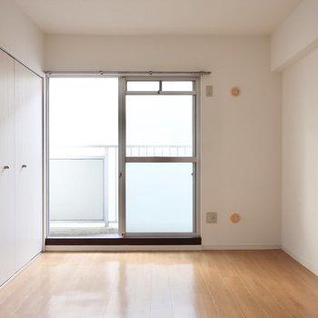 6.0帖の洋室もシンプルさが素敵