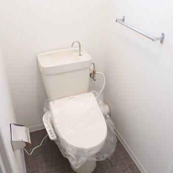 トイレもしっかりウォシュレット付き