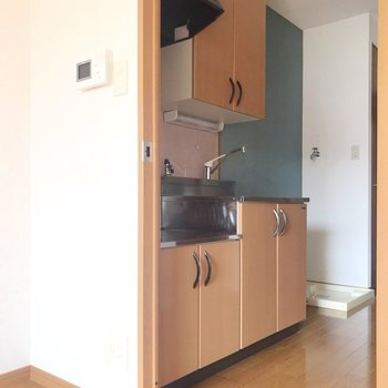 キッチン側の壁も空いろなんです。