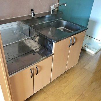冷蔵庫は右隣に置けます。お気に入りのコンロなら、もっとお料理が楽しくなりそう!