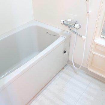 浴室はスタンダードな雰囲気です