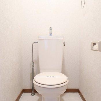 トイレには素敵なアートを飾るのはいかが?