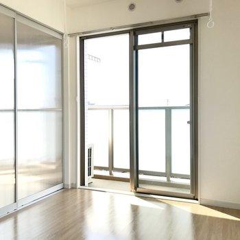 日当たり良好で気持ちいい。透ける引き戸だから圧迫感もありません。※写真は3階の反転間取り角部屋のものです