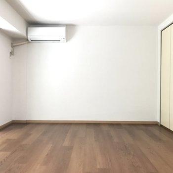 シンプルな内装ですっきり見えます。※写真は2階の反転間取り別部屋のものです