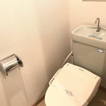 トイレもキレイです。※写真は2階の反転間取り別部屋のものです