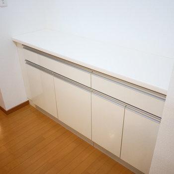 キッチン背面には収納付! ※写真は前回募集時のものです。
