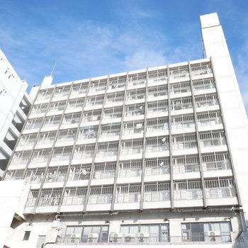 レトロな背の高いマンション ※写真は前回募集時のものです。