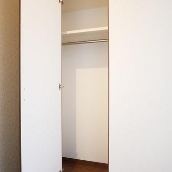 洋室の収納は小さめ
