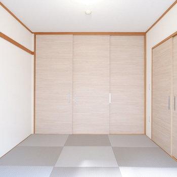 扉をしめて寝室に。