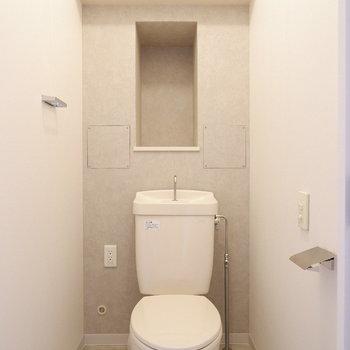 トイレの小棚にはアロマを置きたい。