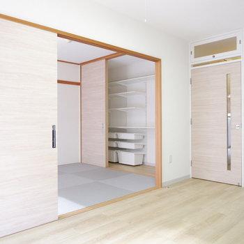 和室との扉を開けておくとより開放的に。