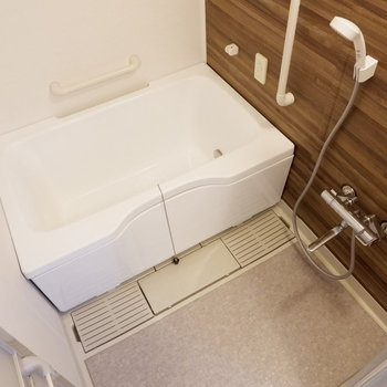 浴室は乾燥機と追い焚き付き。