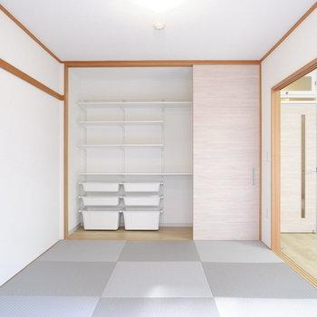 収納はお洒落にディスプレイしたい。IKEAのアルゴートシステムが入ってます。