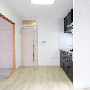 キッチン前のスペースは開けておきたい。