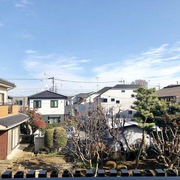 【2階共用部】ベランダからの眺望。空が広い!