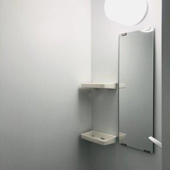 【専有部/102号室】シャワールームとなります。鏡つき◎