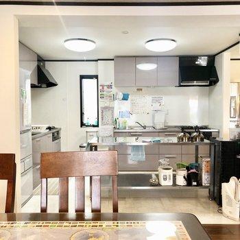 【1階共用部】キッチンは2つあります。