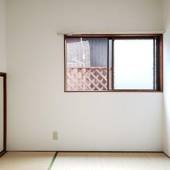和室にも窓があるので風通しもしっかり!
