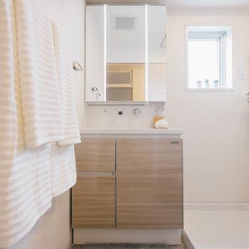 洗面台はホテル仕様になっています。※写真は反転間取り別部屋のモデルルームです