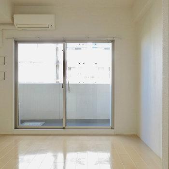 無駄を省いたお部屋。※写真は9階の反転間取り別部屋のものです。
