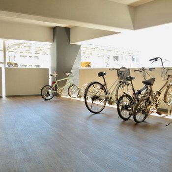 駐輪場は9階に。