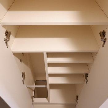 仕切りのあるこのタイプ。まずまずの収納力です。※写真は1階の反転間取り別部屋のものです