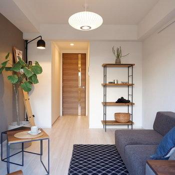 落ち着いた大人の雰囲気のあるお部屋にようこそ。※写真は1階の反転間取り別部屋のものです