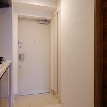 最後に玄関の収納をチェックしましょうか。※写真は1階の同間取り別部屋のものです