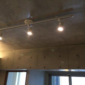照明も雰囲気出てます。※写真は5階の反転間取り別部屋のものです