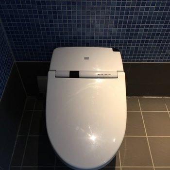 トイレはもちろん、ウォシュレット付です。※写真は5階の反転間取り別部屋のものです