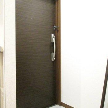 玄関も適度な広さ。