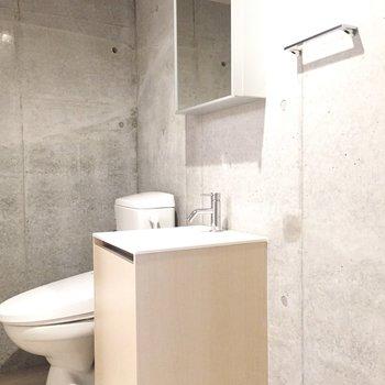トイレと洗面台は脱衣所にあります。
